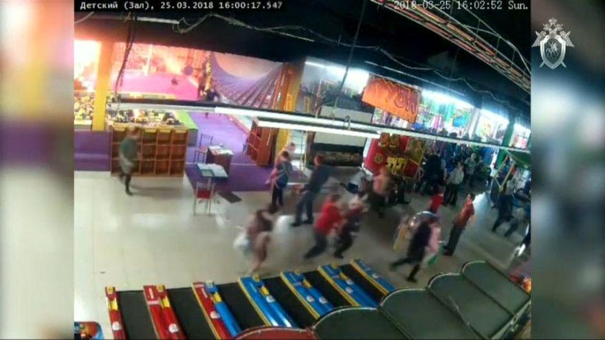 СКР обнародовал новые видео пожара в Кемерово