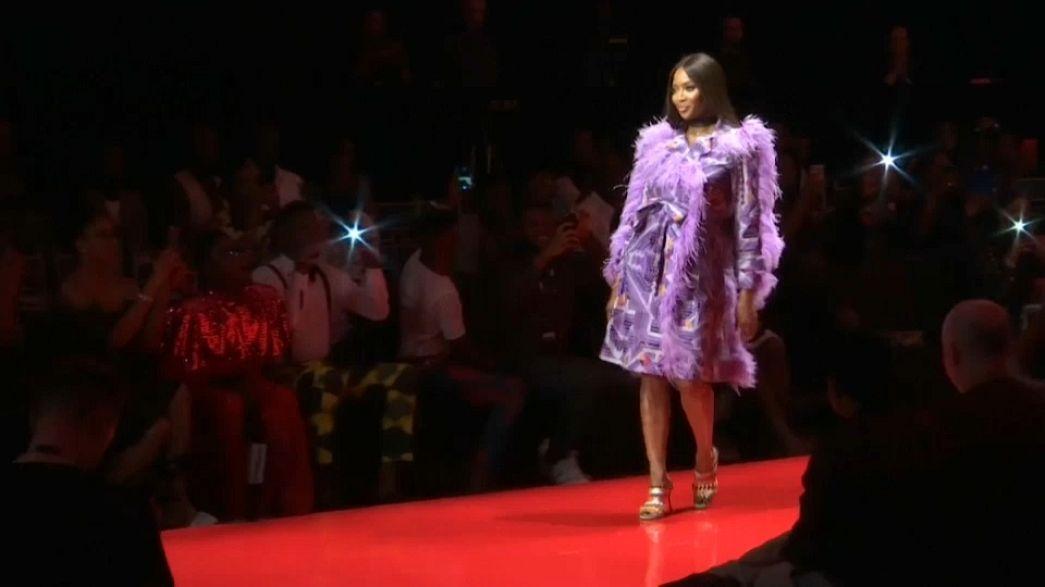 Naomi Campbell acapara la atención en la Arise Fashion Week