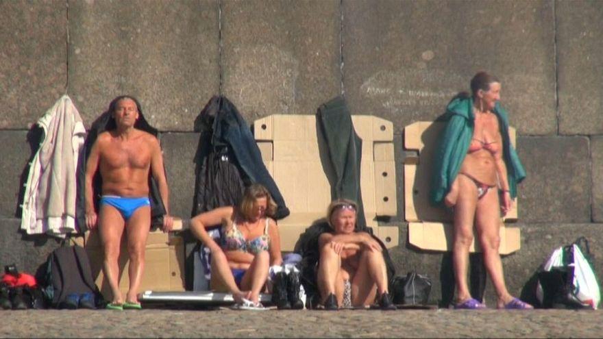 شاهد: حمامات شمس وسط الجليد والثلوج