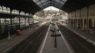 Terça-feira negra em França: estações desertas em Lyon