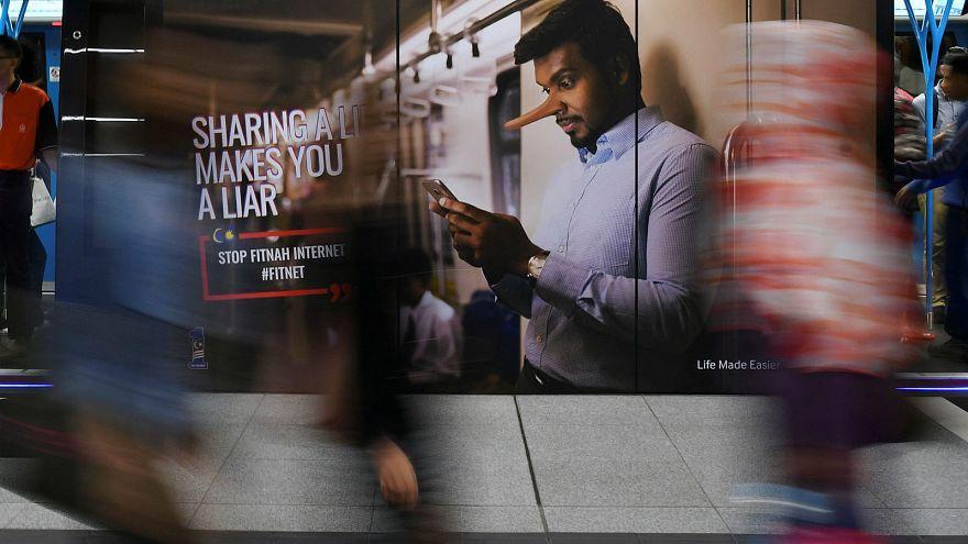 """Bírálják az unió """"fake news"""" elleni harcát"""