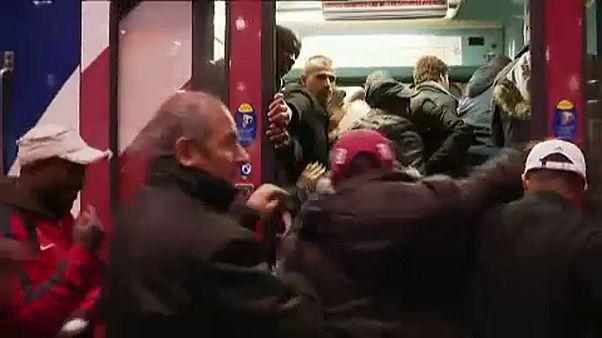 Γαλλία: Εικόνες ντροπής στους σταθμούς των τρένων