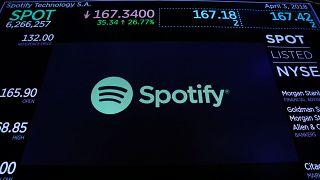Spotify estreia-se em bolsa a subir quase 30%