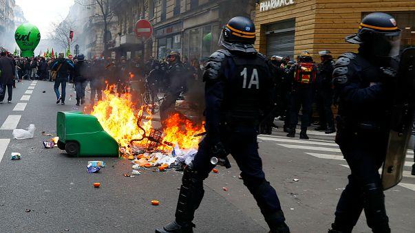 Fransa: Macron'un grevcilere karşı ilk sınavı