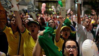Βραζιλία: «Λούλα κλέφτη, η θέση σου είναι στη φυλακή» λένε οι διαδηλωτές