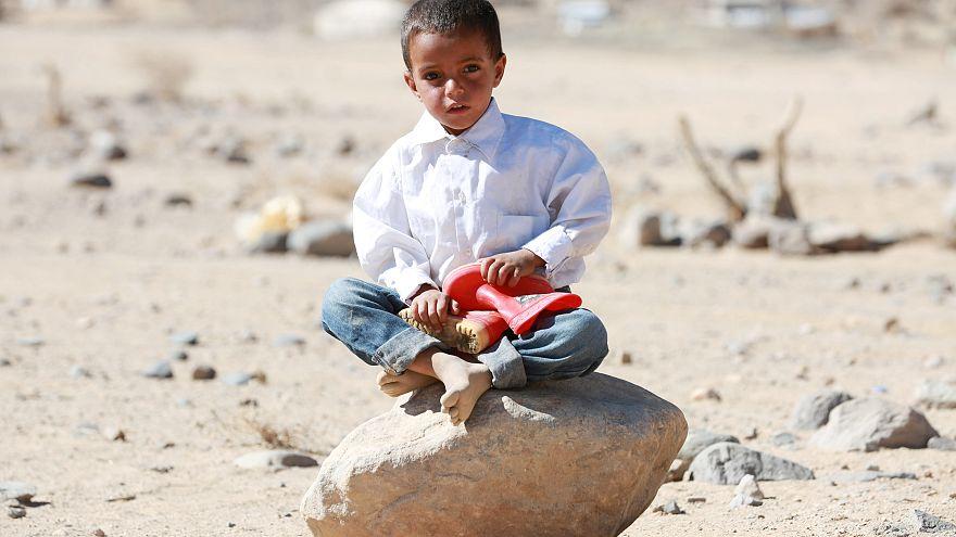 طفل يمني في مخيم