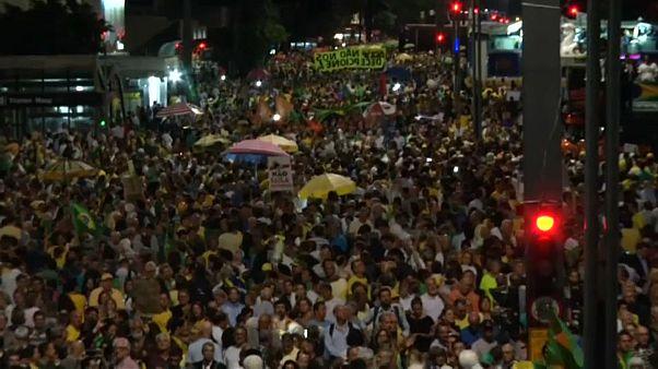 Бразильцы требуют арестовать экс-президента