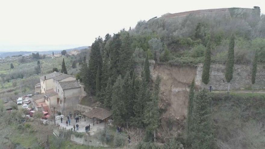 Crolla porzione di mura a san Gimignano