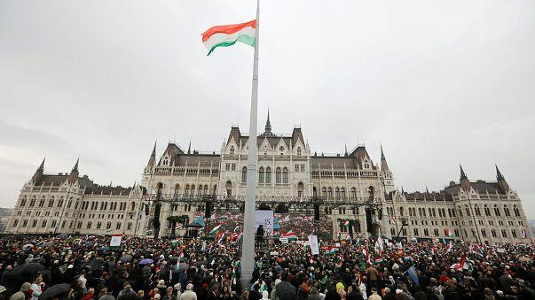 """Elections hongroises : """"l'illibéral"""" Orbán en position de force"""