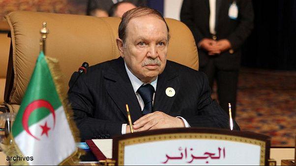الإطاحة بأربعة وزراء في الجزائر