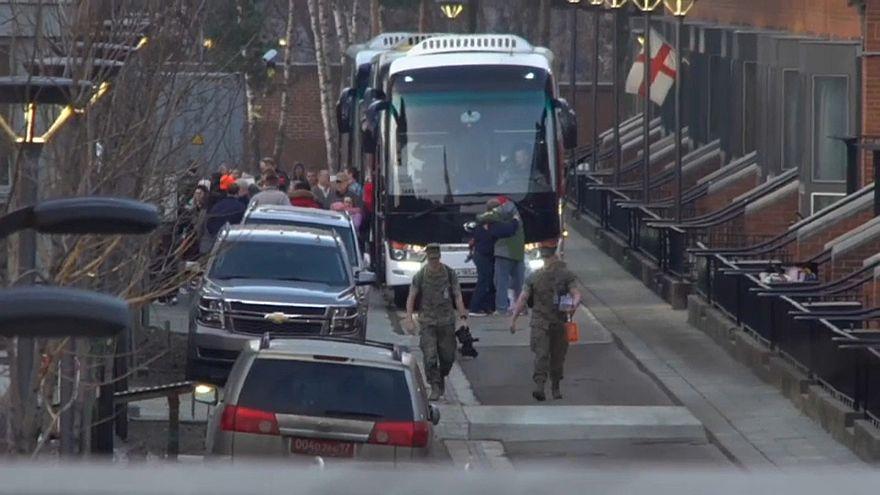 مغادرة دبلوماسيين أمريكيين لمجمع السفارة في موسكو