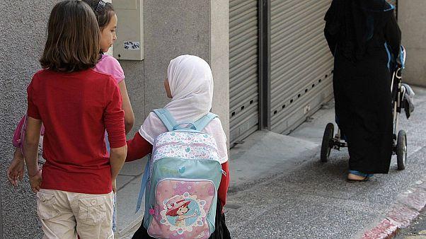 Avusturya ana ve ilkokullarda başörtüsünü yasaklamaya hazırlanıyor