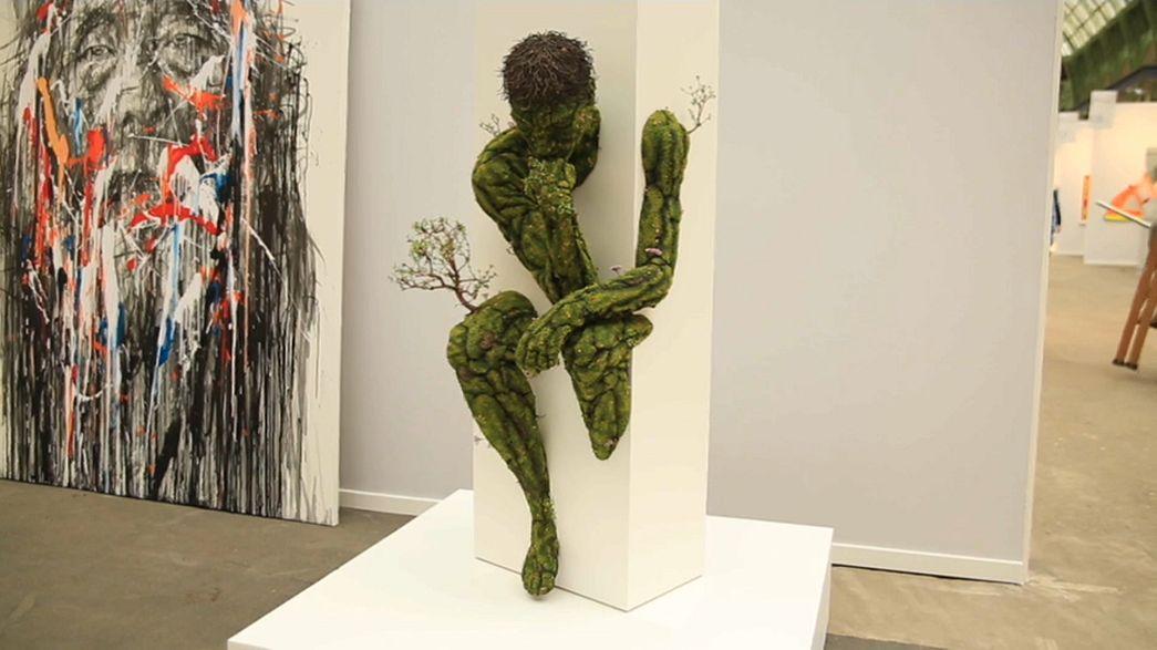 تحفة داخل معرض باريس للفنون
