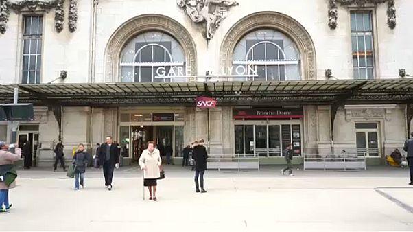 Tömegjelenetek a francia vasutassztrájk miatt