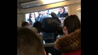 Bahnstreik in Paris: Passagiere entern Zug durchs Fenster
