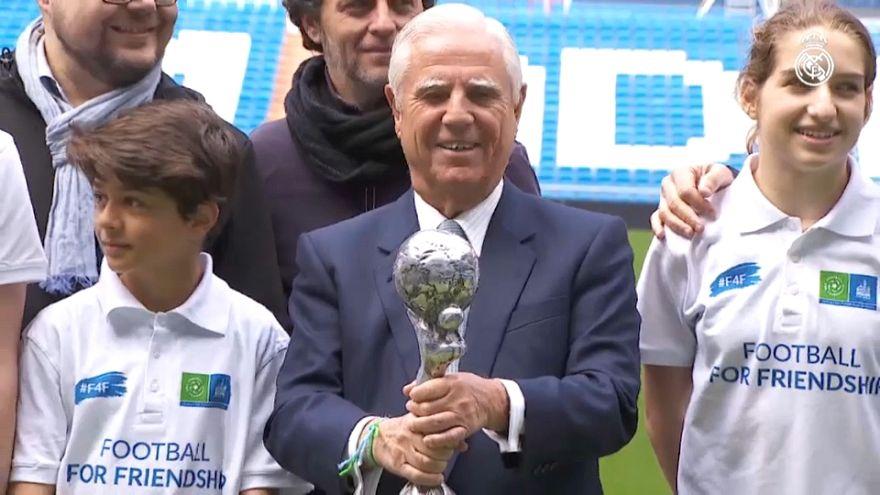 El Real Madrid recibe la Copa Nueve Valores