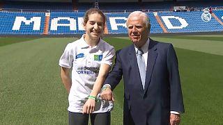 اهدای دستبند دوستی سفیران «فوتبال برای دوستی» به رئال مادرید