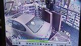 """شاهد: سائق """"متشنج"""" يخترق بسيارته صيدلية في ماريلاند"""