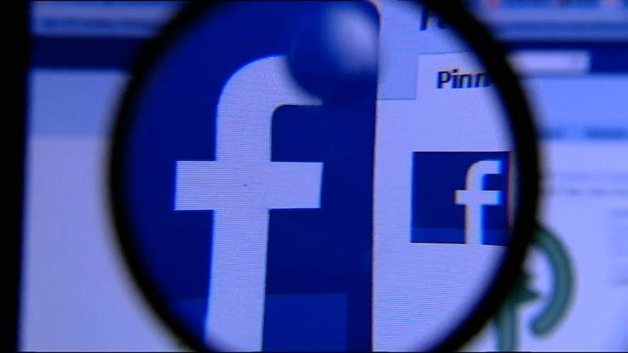 As Facebook data losses spiral, analyst says Zuckerberg should go