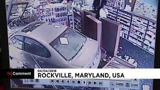 رانندهای که با ماشین به داروخانه رفت