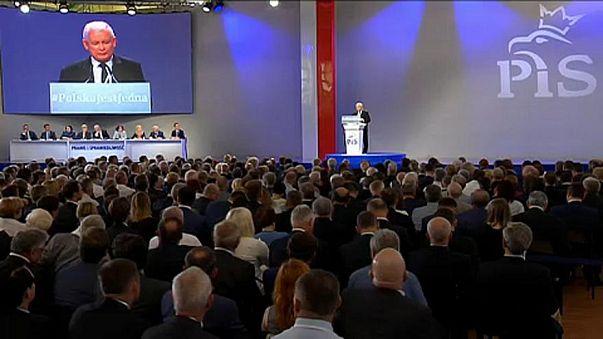 هل أذعنت بولندا لتهديدات الاتحاد الأوروبي؟