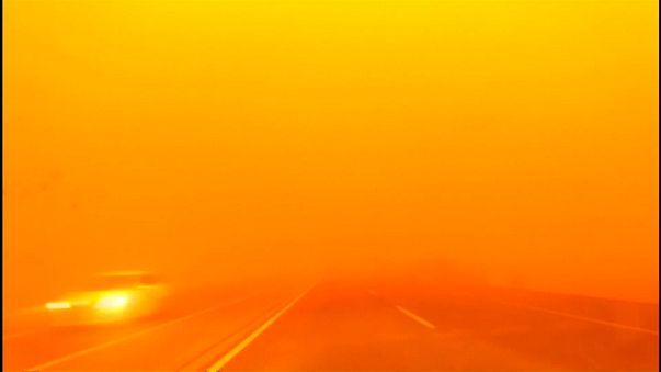 عاصفة رملية تكتسح منغوليا الداخلية شمالي الصين