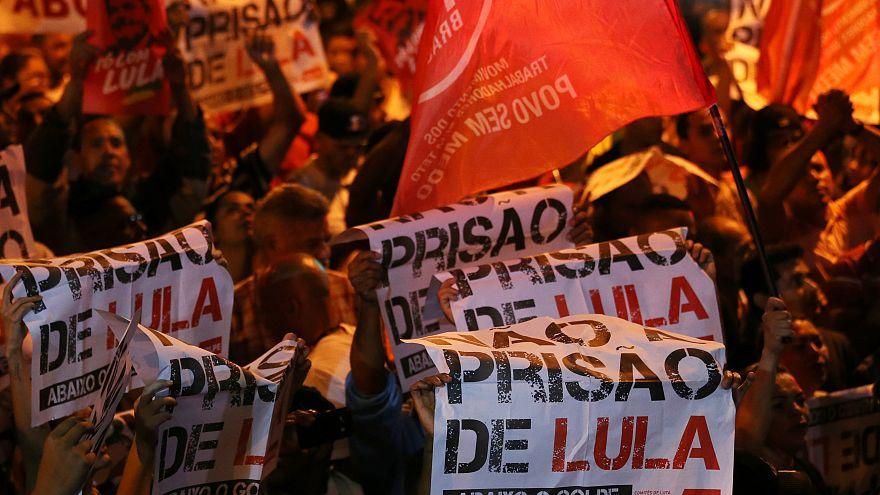 Lula mellett brazil fémipari dolgozók tüntetnek