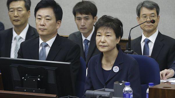Börtönbüntetésre ítélték a volt dél-koreai elnököt