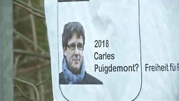 Feltételesen szabadlábra helyezik Puigdemont-t
