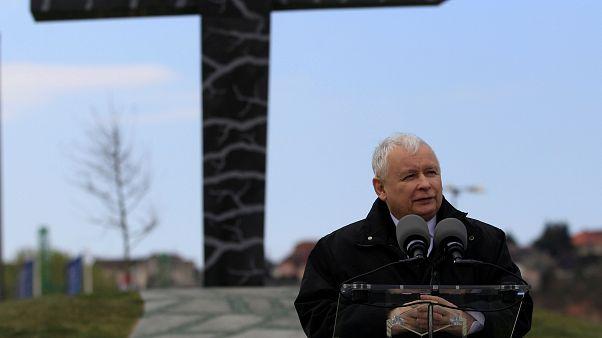 رهبر حزب حاکم لهستان از مجارها خواست به ویکتور اوربان رای بدهند