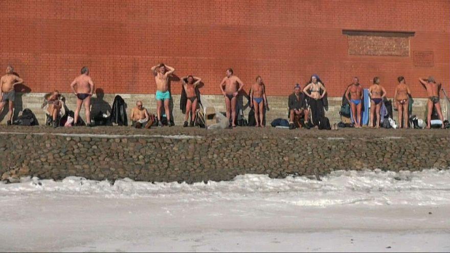 السباحة في المياه المتجمدة في سان بطرسبورغ