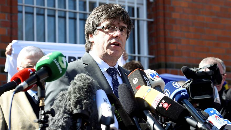 Puigdemont esce di prigione e chiede dialogo a Madrid