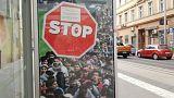 Jogsértő a kormány STOP-plakátkampánya