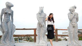 دولت ویتنام از نمایش مجسمههای برهنه انتقاد کرد