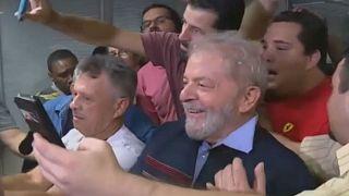 مؤيدو لولا داسيلفا يهبون لمؤازرته بعد إصدار أمر بإيقافه