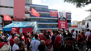 """""""Venham me pegar"""", diz Lula - Ex-presidente não se entrega no prazo previsto"""