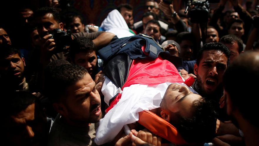 Israeli-Gaza protests: Palestinian journalist killed by Israeli fire