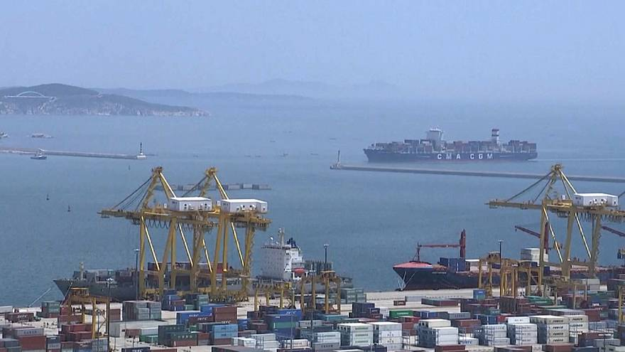 US stocks tumble on China trade war fears