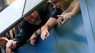 Lula elnök a fémipari szakszervezet ablakából nézte az érte demonstrálókat