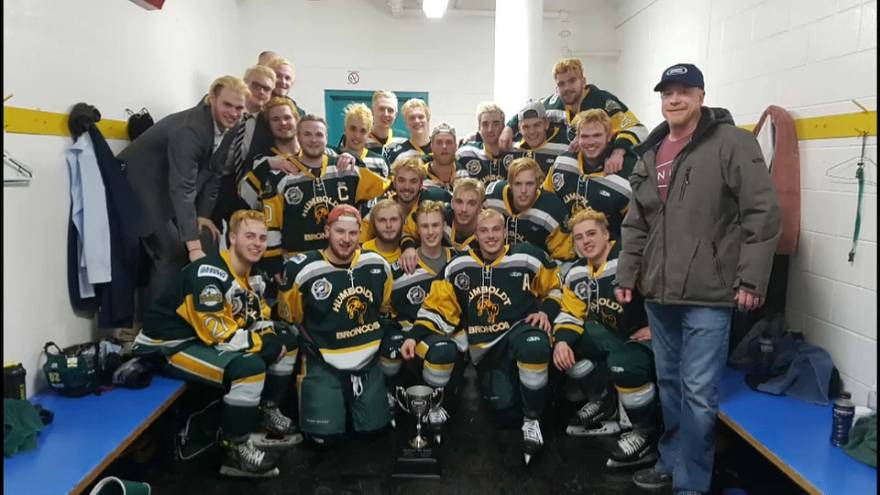 Автобус юниорской хоккейной команды попал в ДТП