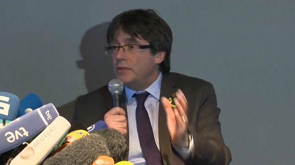 Puigdemont reclama la investura de Sànchez y el inicio de negociaciones