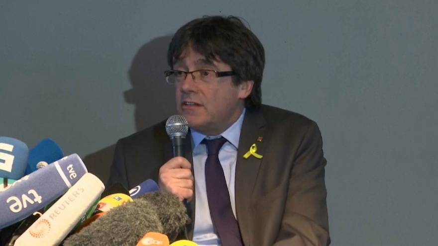 "Puigdemont: ""Io lotto dall'estero, Madrid medii"""