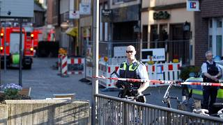 Almanya'nın Muenster kentinde bir araç yayaların arasına daldı : En az 2 ölü