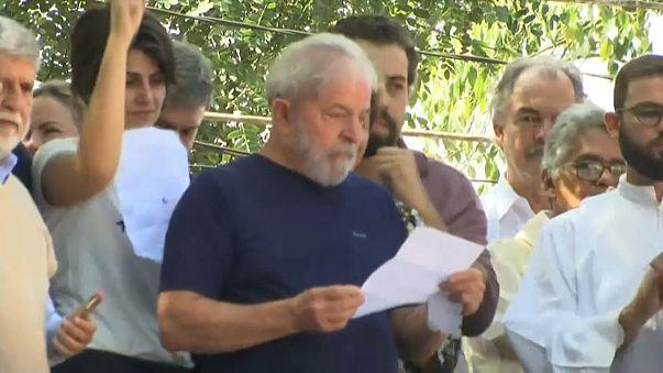 Lula anuncia que vai cumprir mandado de prisão