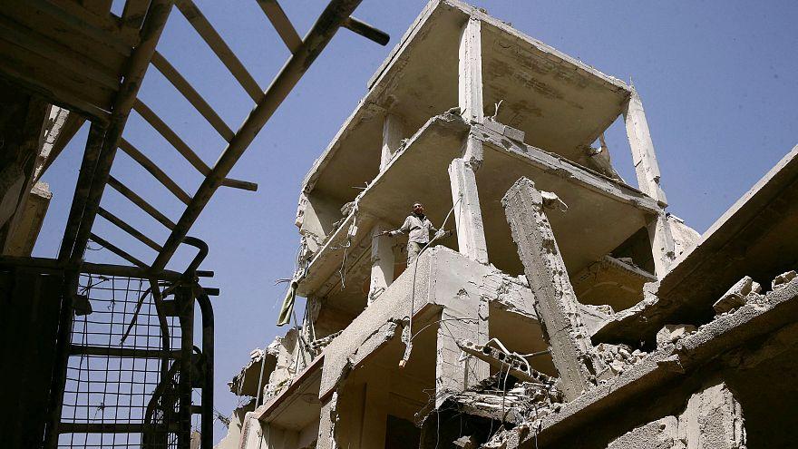مقتل 30 مدنيا في غارات لطائرات النظام السوري على دوما