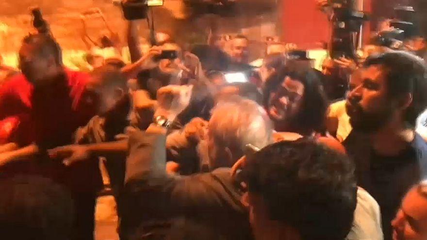 Lula mit erhobener Faust ins Gefängnis