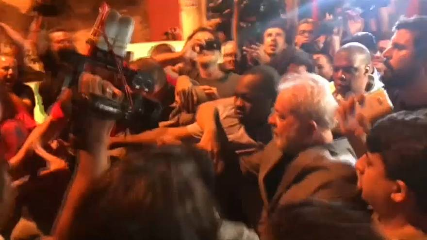 Brasile: prima notte agli arresti per Lula