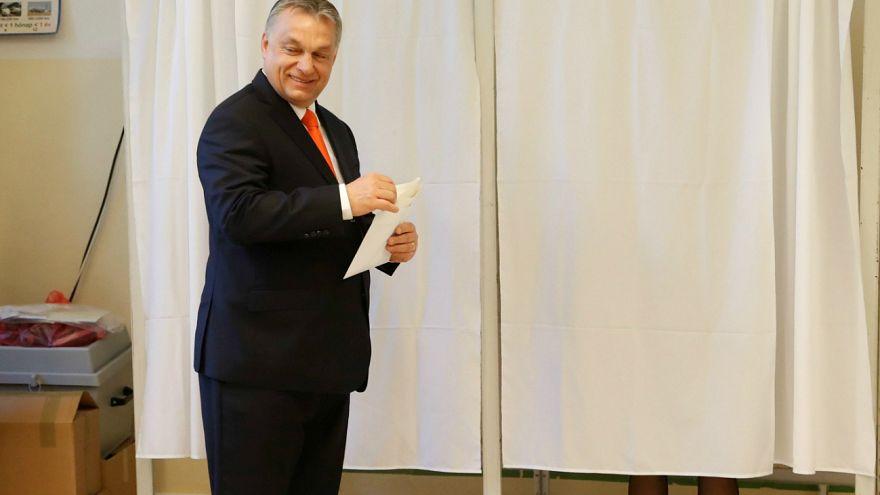 """توقعات بفوز """"عدو المهاجرين"""" في انتخابات المجر"""