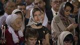 Πιστοί παρακολουθούν τη λειτουργία στον ΙΝ Αναστάσεως του Κυρίου στη Μόσχα