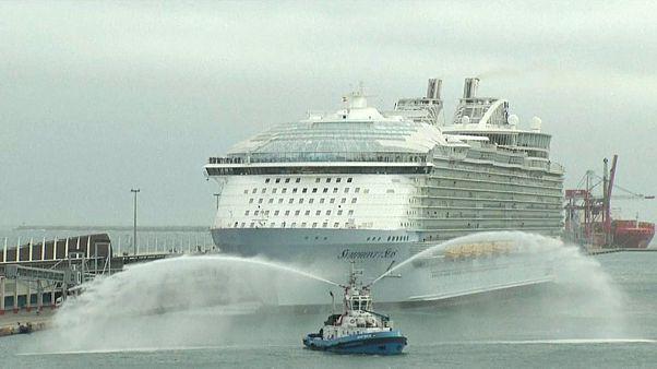 أكبر سفينة سياحية في العالم تنطلق من برشلونة